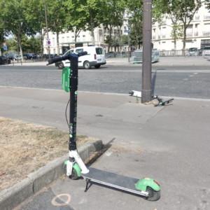 【パリ】パリ市内をスーイスイ♡シェア電動スクーターLimeの使い方や注意点を解説!